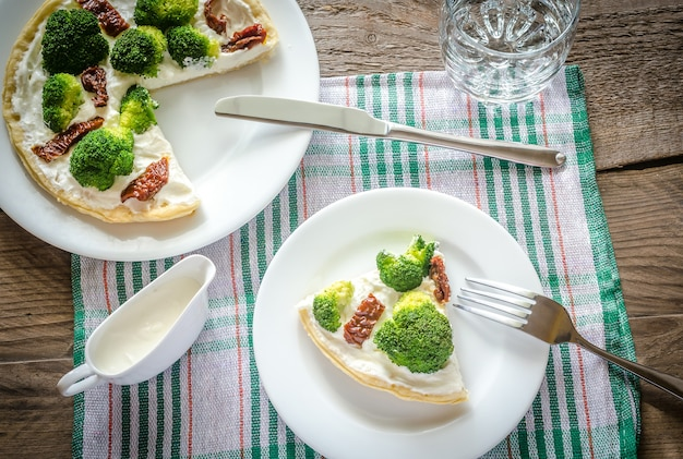 Quiche con broccoli e pomodori secchi
