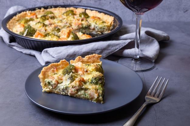 Quiche con trota, broccoli e formaggio