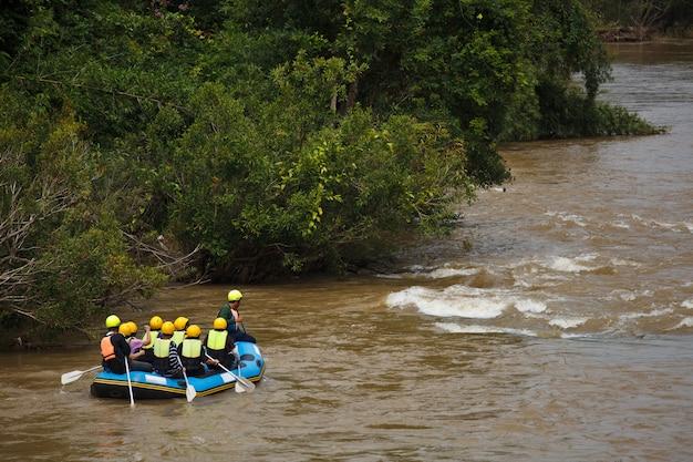 Rafting nel fiume khek, nel nord della thailandia
