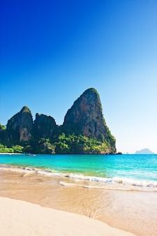 Spiaggia di railay a krabi thailandia. asia