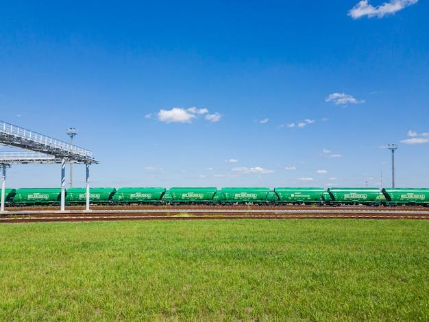 Carri ferroviari per il trasporto di fertilizzanti minerali. bielorussia. bielorussia.