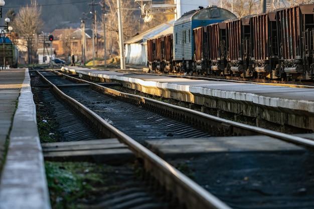 Stazione ferroviaria nella piccola città