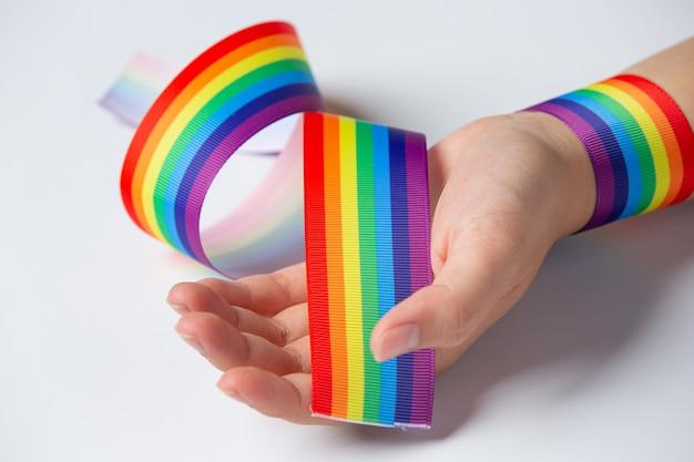 Consapevolezza del nastro arcobaleno per il concetto di orgoglio della comunità lgbt