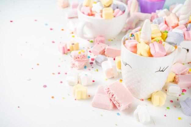 Cioccolata calda di unicorno arcobaleno Foto Premium