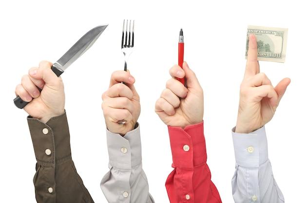 Mani maschili alzate con diversi gesti e oggetti della professione. affari e scopo nella vita.