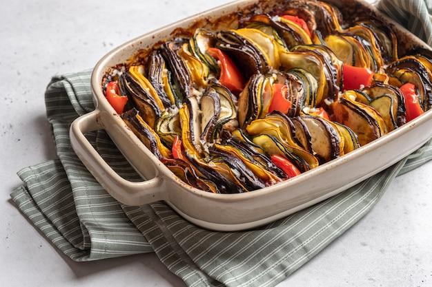 Ratatouille piatto tradizionale francese di verdure estive al forno