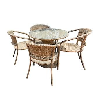 Tavolo e sedia in rattan isolati su bianco