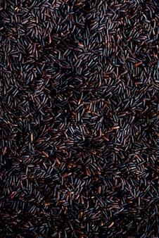 Raw rosso scuro, riso viola balck, trama. modello riceberry. ingrediente alimentare