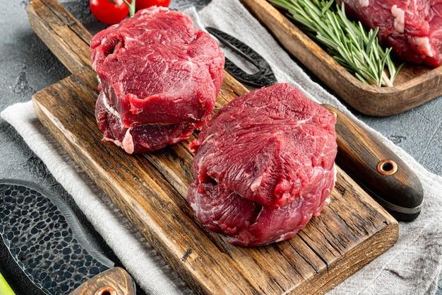 Set di bistecca di black angus di carne marmorizzata fresca cruda