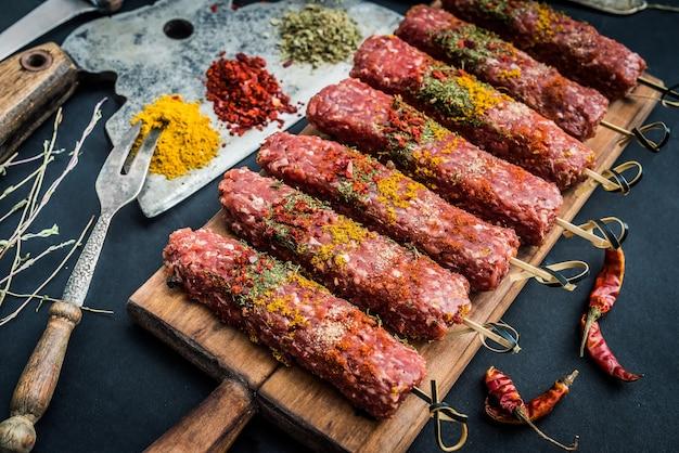 Kebab crudo con spezie