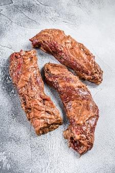Bistecche di petto crude e marinate