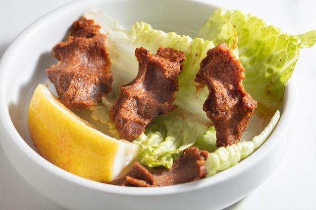 Polpette turche crude. cucina, deliziosa..