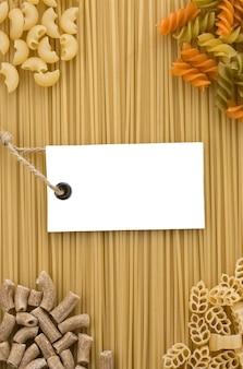 Etichetta di pasta cruda e cartellino del prezzo
