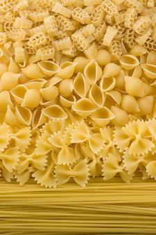 Di pasta cruda e spaghetti