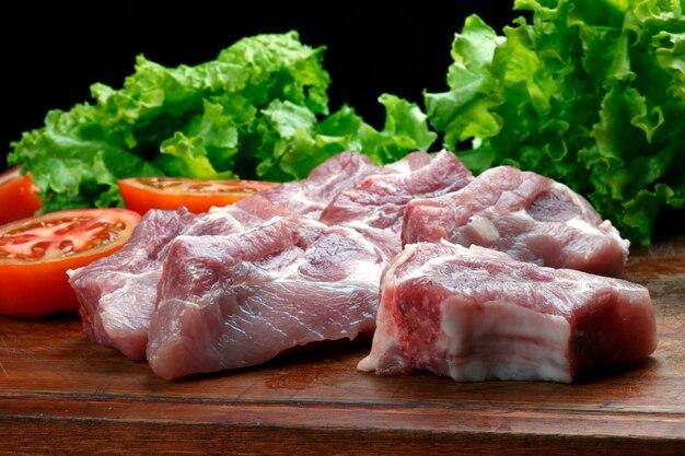 Costata di maiale cruda