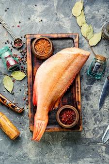 Pesce persico rosso crudo