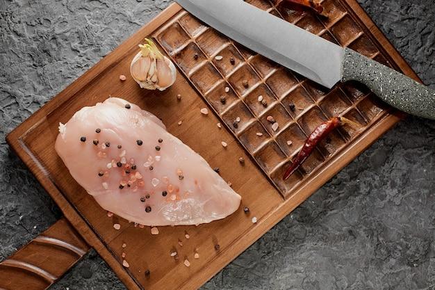 Filetto di pollo o tacchino crudo, vista dall'alto di spuntino sano pasto di carne fresca