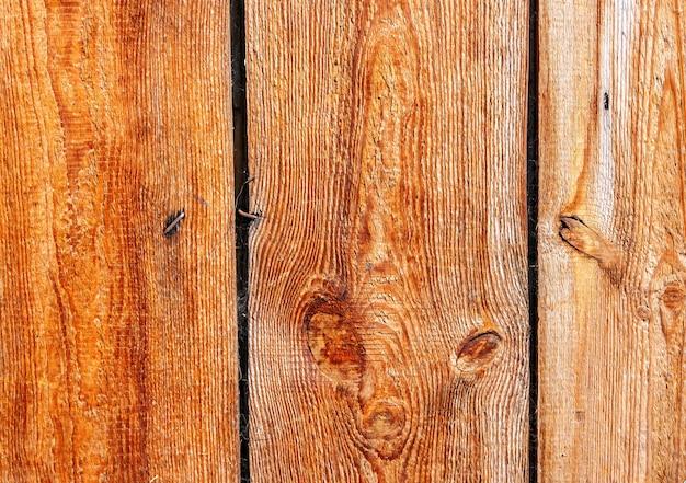 Le tavole grezze non lucidate sono di colore marrone chiaro. sfondo naturale per il design rustico