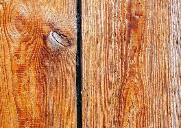 Tavole marroni grezze e non lucidate. sfondo naturale per il design rustico