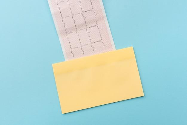 Lettura di grafici scrittura di importanti note mediche analisi dei risultati del test malattia malattia prevenzione delle infezioni studi scientifici piani di trattamento risultati dei test del cardiogramma