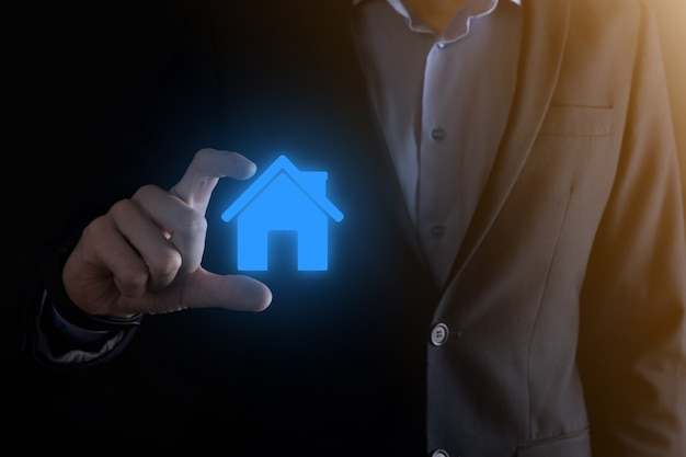 Immobiliare, concetto, uomo affari, presa a terra, uno, casa, icon., casa, su, hand., proprietà, assicurazione, e, sicurezza, concept