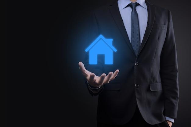 Immobiliare, concetto, uomo affari, presa a terra, uno, casa, icon., casa, su, hand., proprietà
