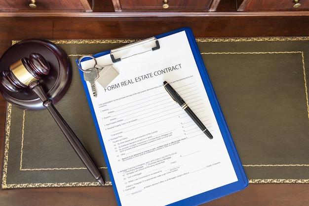 Modulo di contratto immobiliare per la vendita e l'acquisto di immobili