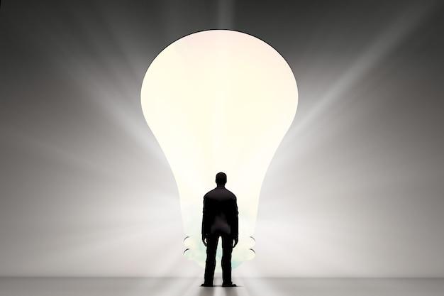 Retrovisione dell'uomo d'affari con la soluzione dell'idea