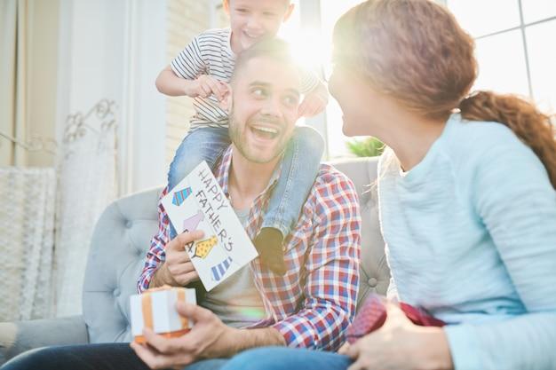 Ricezione di regali per la festa del papà