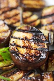 Ricetta per cucinare melanzane alla griglia vegetariana