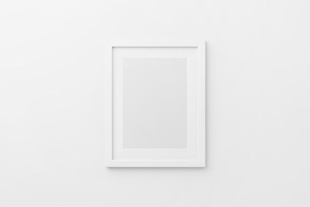 Mockup di cornice per foto rettangolare da parete in sfondo bianco