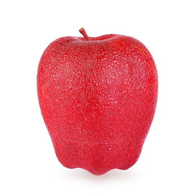 Mele rosse con gocce isolate su bianco