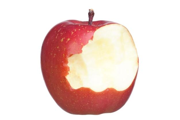 Mele rosse e morso isolate su fondo bianco