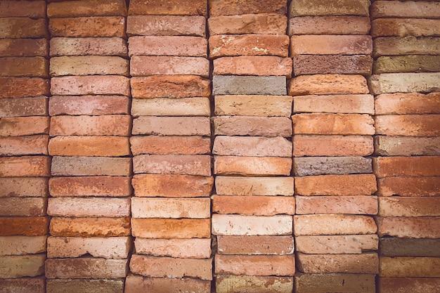Il fondo rosso del grunge di struttura del muro di mattoni con angoli vignetted può utilizzare per l'interior design