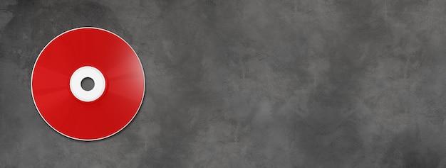 Modello di mockup di etichetta rossa cd dvd isolato su banner orizzontale in calcestruzzo