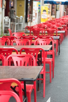 Sedie rosse, tavolo da pranzo