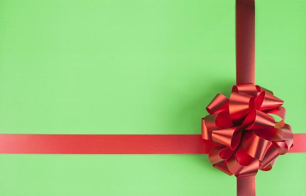 Fiocco regalo rosso e nastri