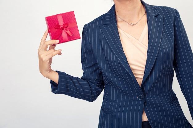 Scatola regalo rosso da donna d'affari