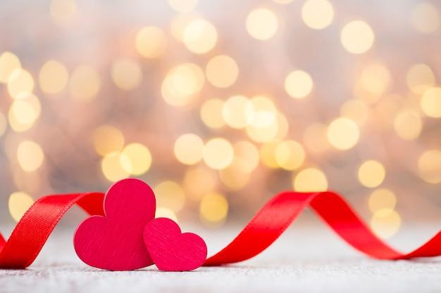 Cuore rosso del nastro. san valentino sfondo.