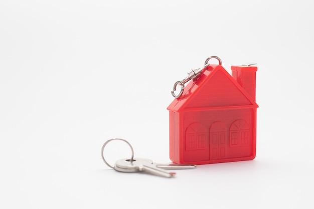 Modello red house con chiavi.