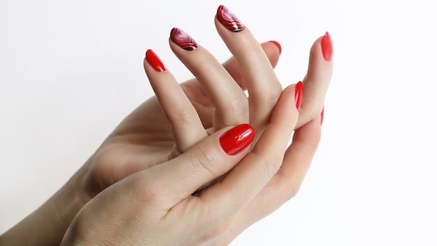 Red manicure unghie art