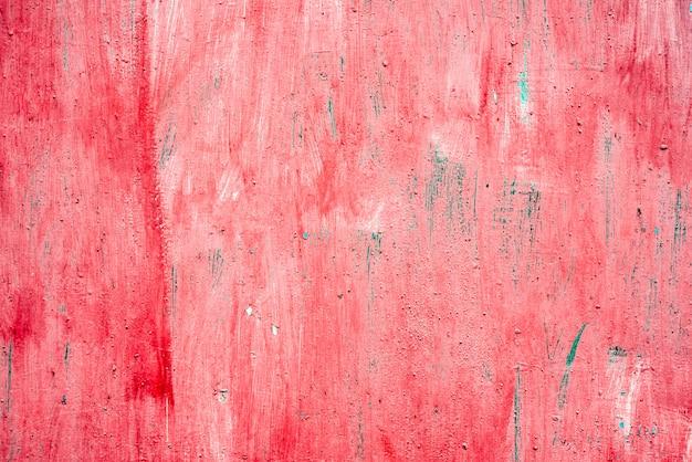 Sfondo di metallo rosso dipinto in rosso con graffi