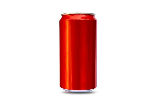 Lattine di metallo rosso per birra, alcol, succo di frutta, bevande energetiche e soda, metallo di alluminio isolato su sfondo bianco con il percorso di ritaglio.