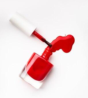 Bottiglia di smalto rosso