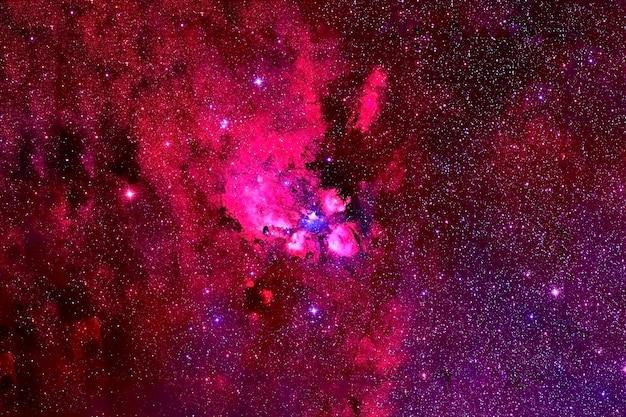 Nebulosa rossa nello spazio profondo. trama di sfondo. gli elementi di questa immagine sono stati forniti dalla nasa. per qualsiasi scopo.