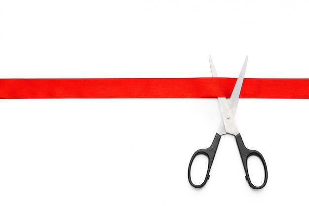 Nastro rosso con le forbici