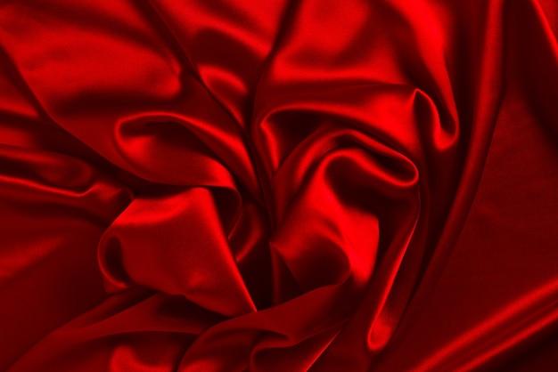La trama del tessuto di lusso in seta o raso rosso può essere utilizzata come sfondo astratto vista dall'alto.