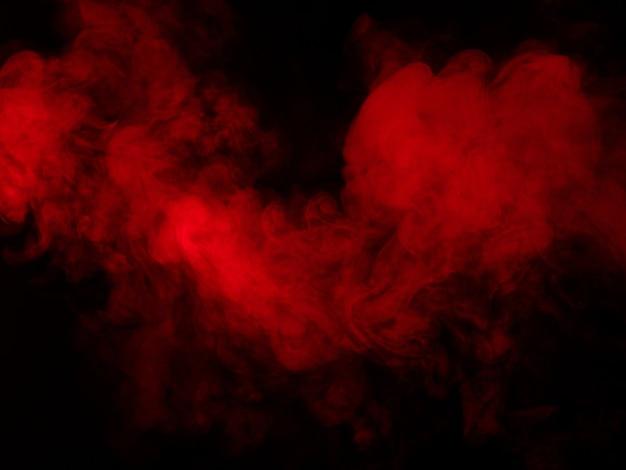 Trama di fumo rosso su sfondo nero
