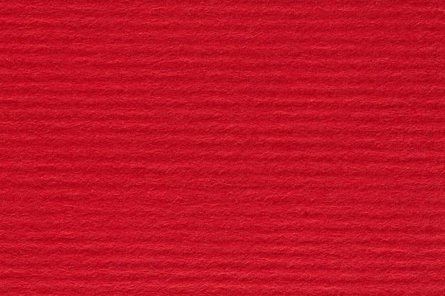 La carta strappata rossa può essere utilizzata come sfondo. foto ad alta risoluzione.