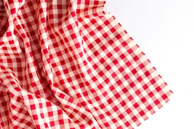 Struttura rossa della tovaglia su fondo bianco